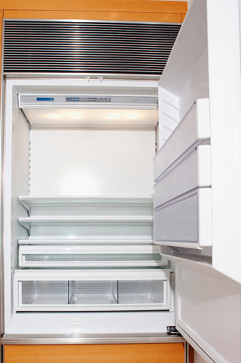 Miami「Close up of empty open refrigerator」:スマホ壁紙(2)