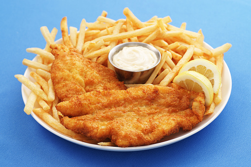 Halibut「A close up of a fish and chips platter with dipping sauce」:スマホ壁紙(16)