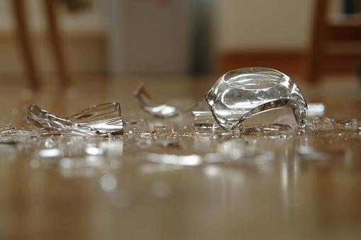 割れガラス「壊れたガラス」:スマホ壁紙(6)