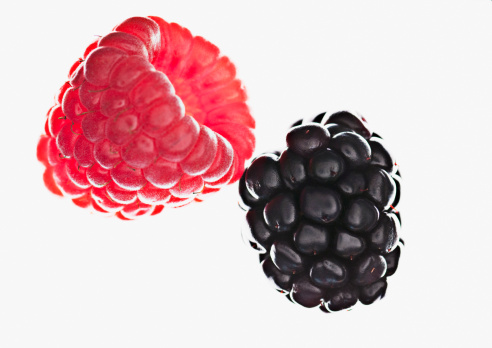 Blackberry - Fruit「Close up of raspberry and blackberry」:スマホ壁紙(8)