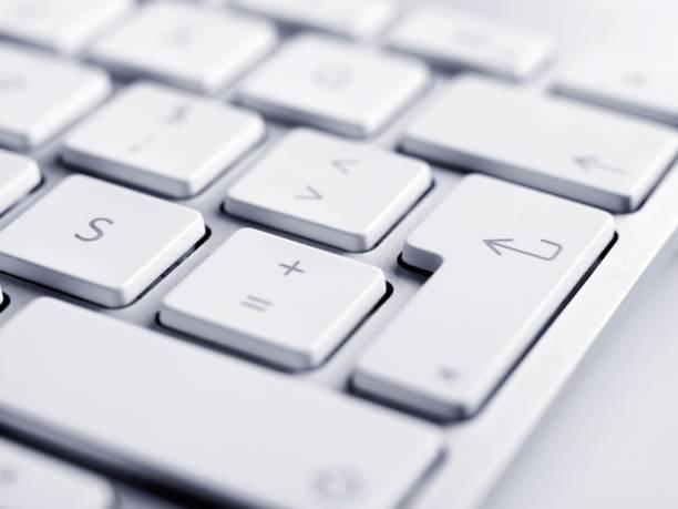 Close up of keyboard, focus on enter button:スマホ壁紙(壁紙.com)