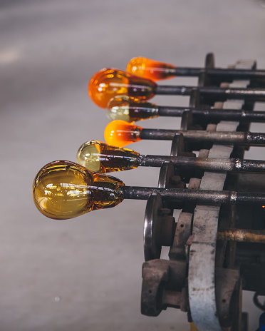 Glass Factory「Close up of molten glass being shaped before being blown」:スマホ壁紙(12)