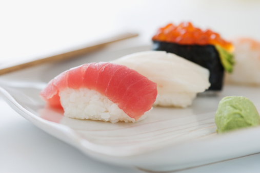 Algae「Close up of assorted sushi on plate 」:スマホ壁紙(4)