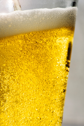 Carbonated drink「Close up of carbonated beer in glass」:スマホ壁紙(19)