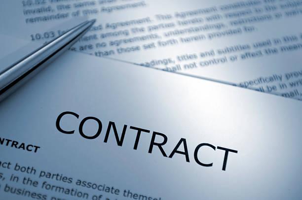 Close Up of Pen on Contract:スマホ壁紙(壁紙.com)