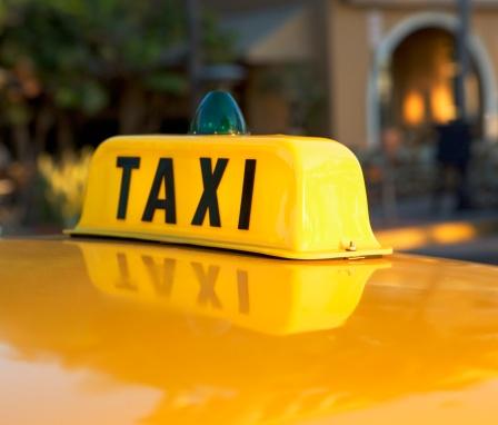 Taxi「Close up of taxi cab light」:スマホ壁紙(18)