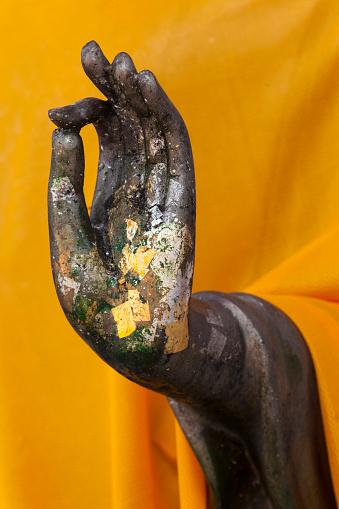 Buddha statue「Close up of hand Buddha Statue with gold leaf tokens, Bangkok, Thailand」:スマホ壁紙(8)