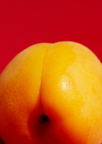 Equality「Close up of an apricot on a red background」:スマホ壁紙(7)