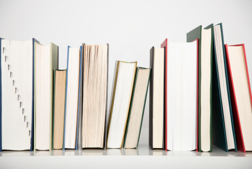 Spelling「Close up of row of books」:スマホ壁紙(12)