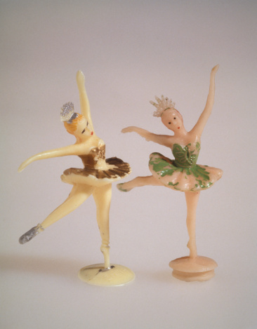 Doll「Close up of two ballerina figurines」:スマホ壁紙(6)