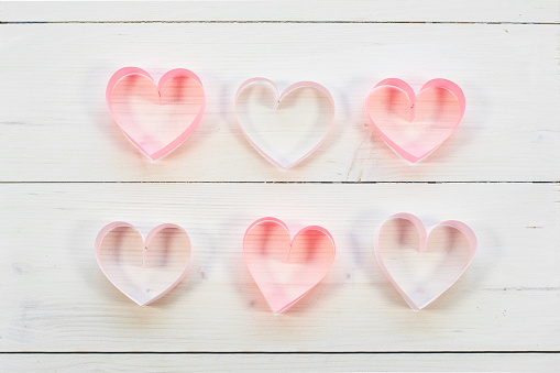 バレンタインデー「Close up of six handmade paper hearts . Debica, Poland」:スマホ壁紙(17)