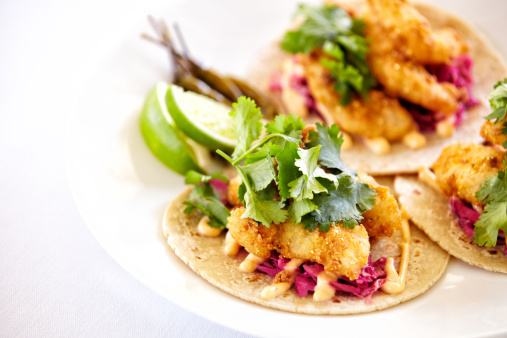 Tortilla - Flatbread「Close up of fish tacos on a plate」:スマホ壁紙(15)