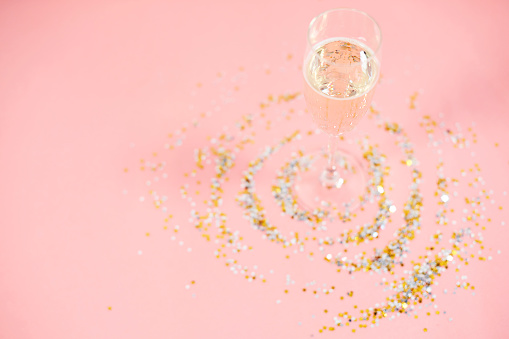 大晦日「Close up of champagne glass with confetti. Debica, Poland」:スマホ壁紙(10)