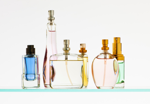 In A Row「Close up of perfume sprayers」:スマホ壁紙(12)