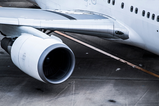 Japan「航空機の羽とタービンのクローズ アップ。」:スマホ壁紙(5)