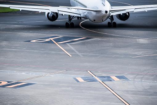 Japan「航空機の羽とタービンのクローズ アップ。」:スマホ壁紙(11)