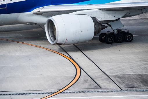 Japan「航空機の羽とタービンのクローズ アップ。」:スマホ壁紙(17)