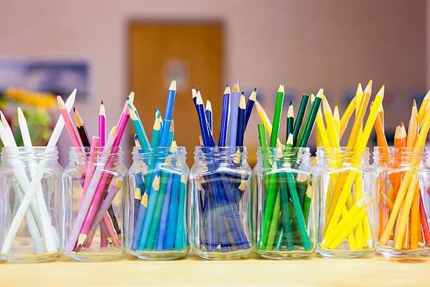 Close up of multicolor pencils organized in jars:スマホ壁紙(壁紙.com)