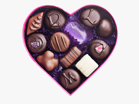 Lost「Close up of chocolates in heart-shape box」:スマホ壁紙(1)