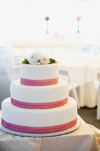 Formalwear「Close up of wedding cake」:スマホ壁紙(4)