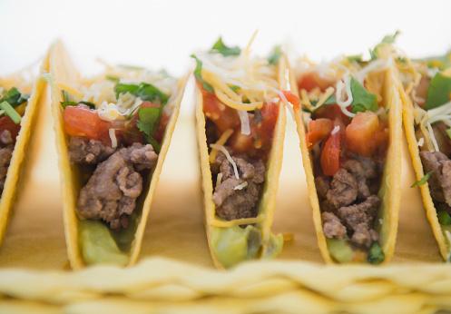 Tortilla - Flatbread「Close up of beef Mexican tacos」:スマホ壁紙(3)