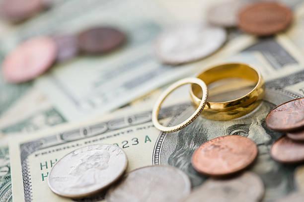 Close up of wedding rings with money:スマホ壁紙(壁紙.com)