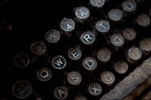 Writing「Close up of round letter keys on an old dusty typewriter」:スマホ壁紙(7)