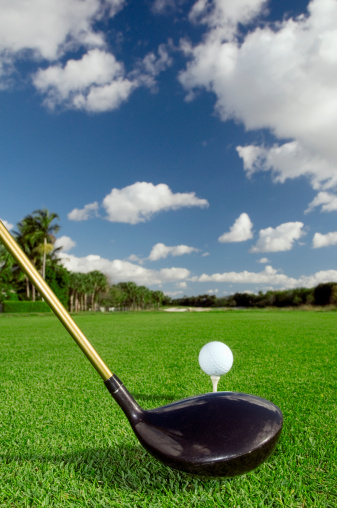 Putting - Golf「Close up of golf club and ball on lawn」:スマホ壁紙(0)