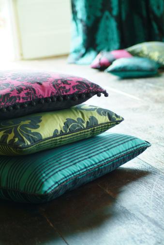 Embroidery「Close up of silk cushion」:スマホ壁紙(12)