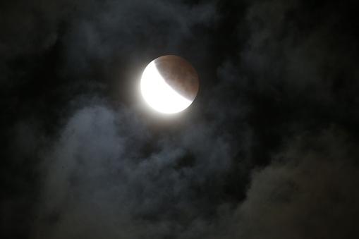 皆既月食「Super moon total lunar eclipse seen in Bloomington, Indina」:スマホ壁紙(12)
