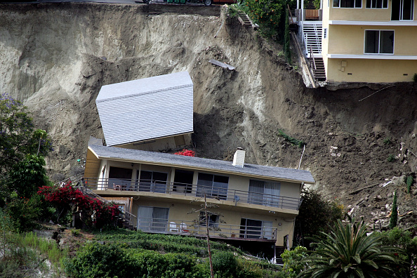 Southern California「Landslide Destroys Pricey Southern California Homes」:写真・画像(9)[壁紙.com]