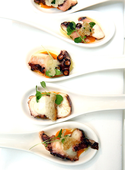 Octopus「Food Network & Cooking Channel New York City Wine & Food Festival Presented By Coca-Cola - Dinner with Marc Forgione and Jorge Espinoza presented by Ferguson Bath, Kitchen & Lighting Gallery」:写真・画像(8)[壁紙.com]