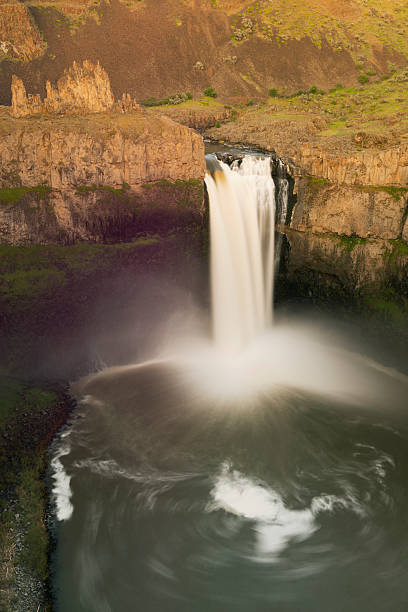 Palouse Falls, Washington APRIL:スマホ壁紙(壁紙.com)