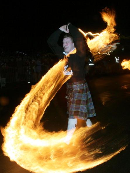 Fireball「The Fireballs Hogmany Celebrations In Stonehaven」:写真・画像(3)[壁紙.com]