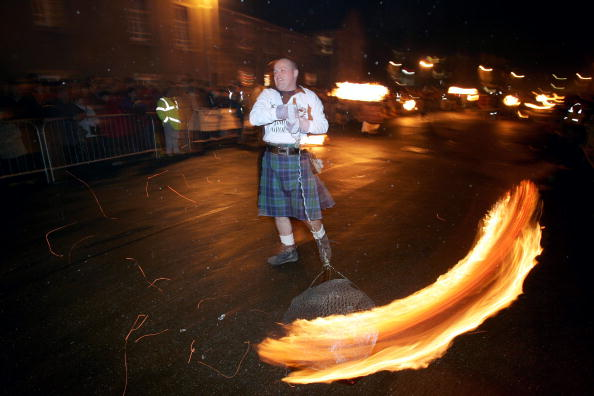 Stonehaven「The Fireballs Hogmany Celebrations In Stonehaven」:写真・画像(15)[壁紙.com]