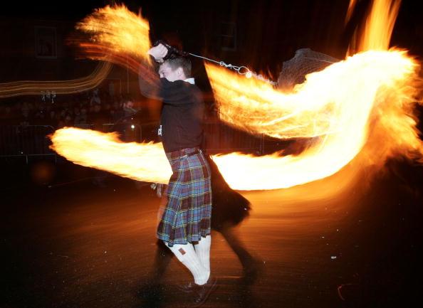 Fireball「The Fireballs Hogmany Celebrations In Stonehaven」:写真・画像(2)[壁紙.com]