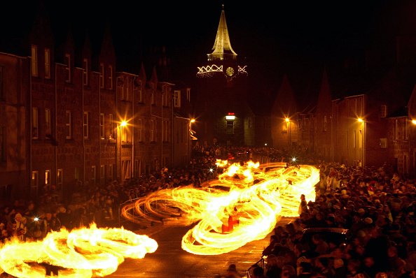 伝統的な祭り「The Fireballs Hogmany Celebrations In Stonehaven」:写真・画像(17)[壁紙.com]