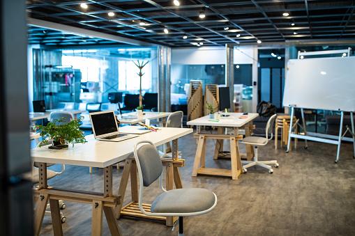 New Business「Empty Co-Working Space Area」:スマホ壁紙(12)