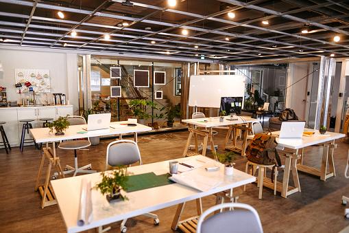 New Business「Empty Co-Working Space Area」:スマホ壁紙(6)