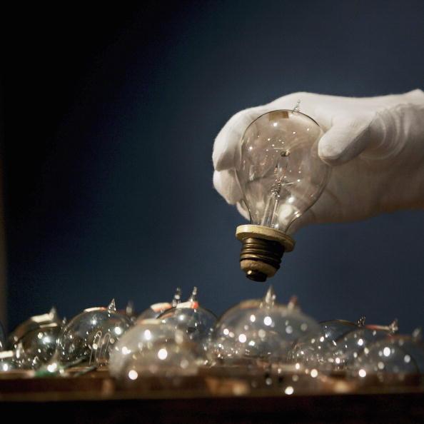電灯「Edison Lightbulbs To Be Auctioned At Chrisites」:写真・画像(10)[壁紙.com]