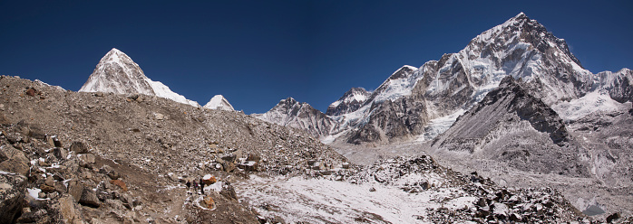 Khumbu「Panoramic banner view over the Khumbu Glacier with Nuptse above, Lobuche, Everest Base Camp Trek, Nepal」:スマホ壁紙(14)