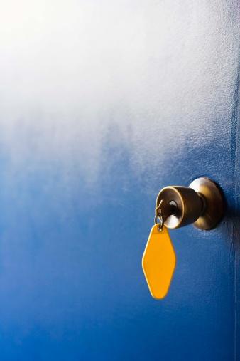 Motel「Motel room key in doorknob」:スマホ壁紙(2)