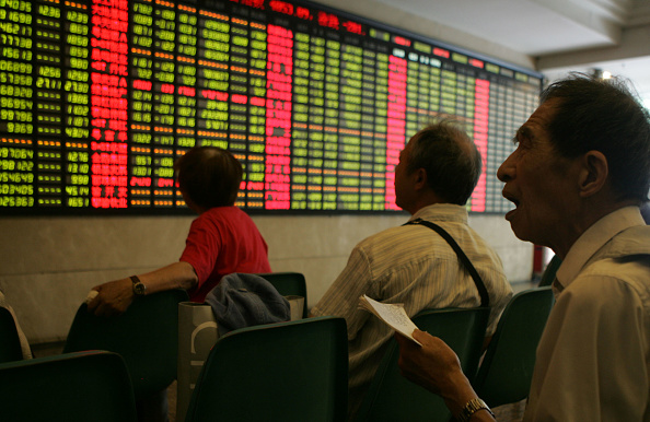 Financial Occupation「China's Main Share Index Falls After Tax Tripled On Stock Transactions」:写真・画像(3)[壁紙.com]