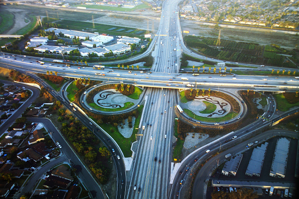 Overpass - Road「The 605 - 10 Freeway interchange, Los Angeles, California, USA, aerial view, dawn」:写真・画像(15)[壁紙.com]