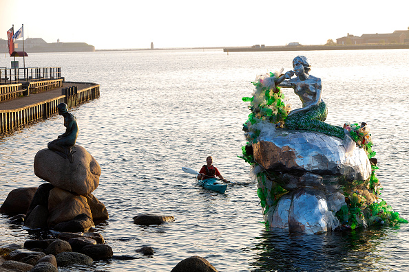 New「Carlsberg Makes Waves To Reduce Plastic Waste」:写真・画像(10)[壁紙.com]