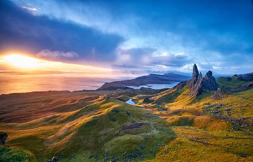 Landslide「View Over Old Man Of Storr, Isle Of Skye, Scotland」:スマホ壁紙(5)
