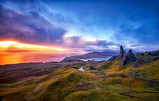 Scottish Culture「View Over Old Man Of Storr, Isle Of Skye, Scotland」:スマホ壁紙(15)