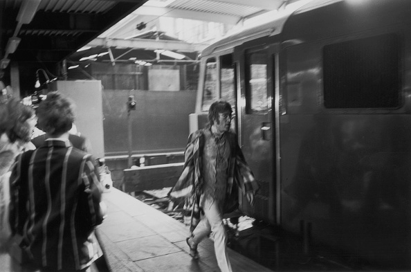 Victor Blackman「Lennon At Euston」:写真・画像(3)[壁紙.com]
