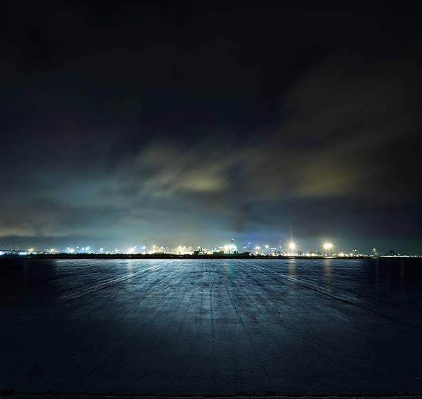 Docks at night:スマホ壁紙(壁紙.com)