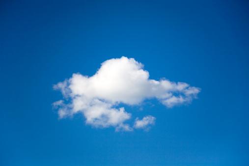 cloud「Single cumulus cloud in a blue sky」:スマホ壁紙(6)